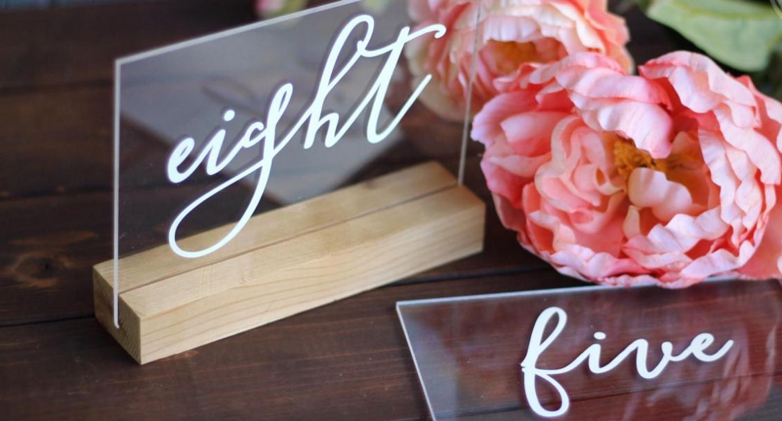 Svadobné tabule (svadobne menovky) s akrylového skla (akrylátové sklo)